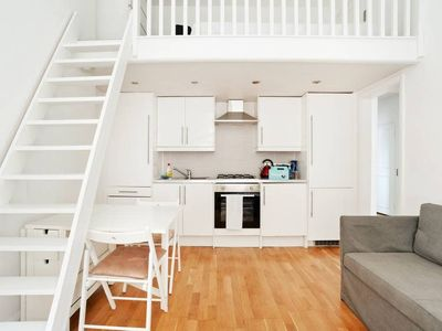 Photo for Sleek 1 Bed Apartment in Bayswater, Sleeps 4