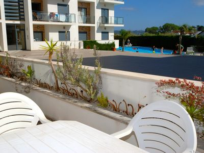 Photo for Cast - Apartment with pool view in complex with tennis court and play area