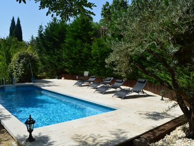 Photo for Villa Le Riou 5/8, with swimming pool, in the heart of the Luberon between vineyards and olive trees
