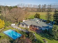 Such a beautiful home, stunning grounds and fantastic location - 5 stars!