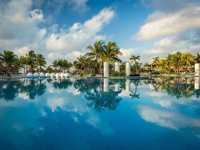 Photo for 5 STARS - Beach - CIrque du Soleil - Golf - Pools - Activities - Family Friendly
