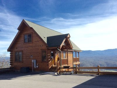Eagle Heaven Cozy Cabin with the Most Amazing 210 Degree View of the Smoky Mts.
