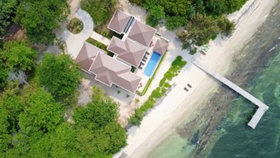 "Photo for ""LIVING WATERS ROATAN"" LUXURY BEACHFRONT VACATION VILLA"