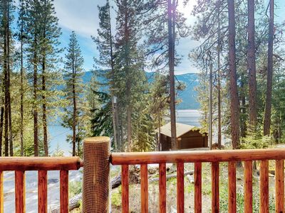 Spacious home w/lake views, hot tub, quiet year-round atmosphere