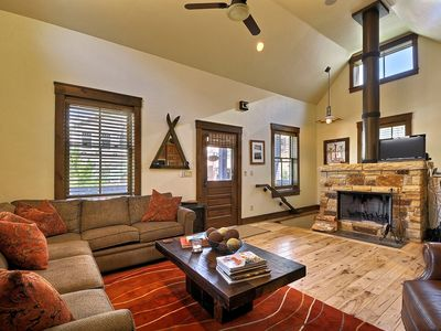 Abode at Town Lift | Best deal | Across the Street from the Town Lift | Private Hot Tub!