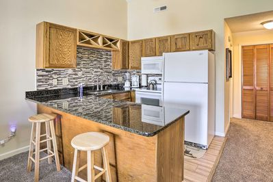 Dine out in Little River, or make a home-cooked meal in the kitchen!