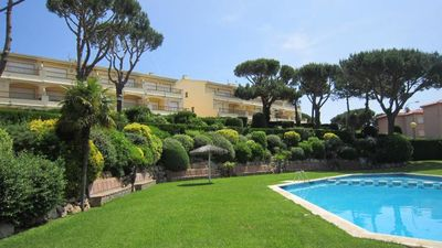 Photo for 3 bedroom Apartment, sleeps 4 with Pool and Walk to Beach & Shops