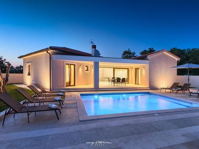 Photo for Lovely modern villa with pool near Pula
