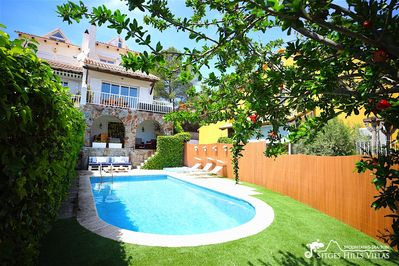 Sunny garden with private pool