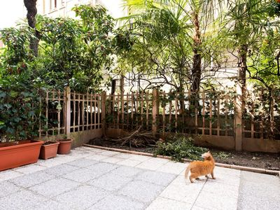 Photo for Apartment with garden on the outskirts of the historic center