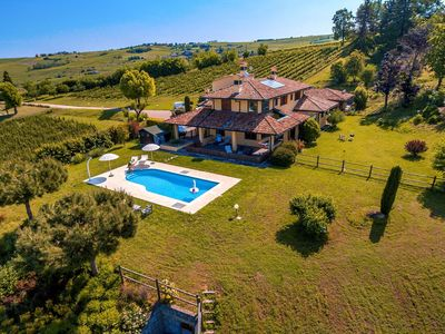 Photo for Apartment with swimming pool, in a farmhouse on a quiet hill
