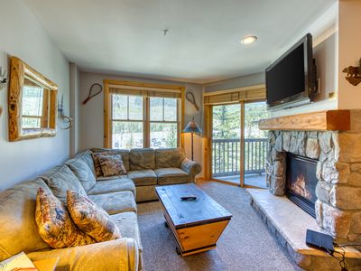 Photo for Spacious, resort condo w/private balcony, shared pool & hot tub. Walk to slopes!