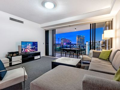 Photo for Spacious and modern 3 bed apartment in central Broadbeach