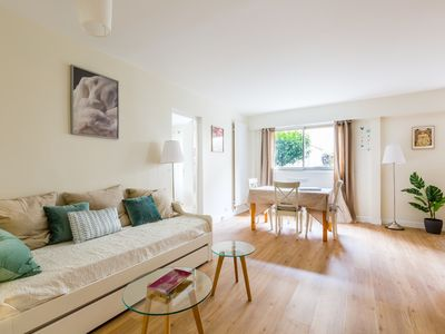 Photo for 1 BR sleeping 4. Close to the metro and Montparnasse Tower (Veeve)