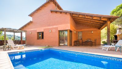 Photo for Villa with private pool in a quiet location