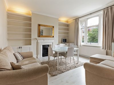 Photo for Spacious 2 Bed Apt, Sleeps 4 nr West Hampstead