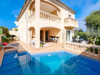 Photo for Holiday home near the sea with private pool, BBQ and sunny terrace