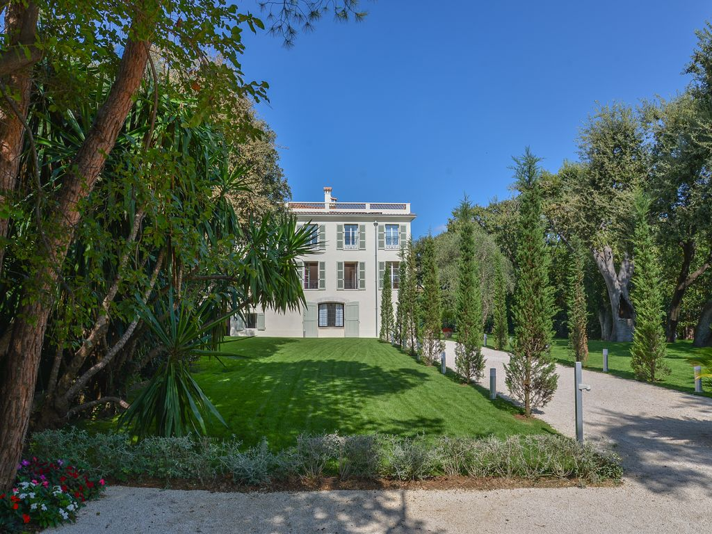 Villa Guide: (Antibes) - Self-catering villa with Garden in Antibes ...