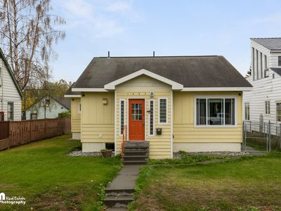 Photo for Beautiful Bright Remodel Minutes from Downtown