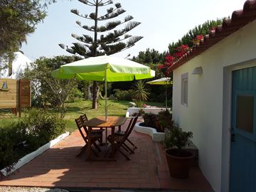 Zambujeira do Mar. House with garden, near the beach. Families with children.