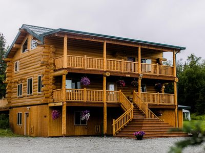 Alaska Knotty Pine Lodge / Bed and breakfast in Palmer AK.
