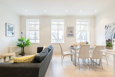 Thebright livingroomdraws a comfortable and an intimate environment
