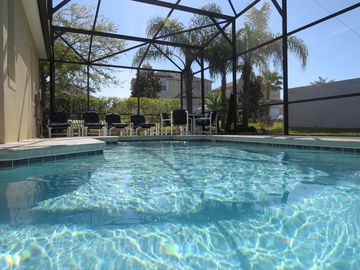 Relaxation & Sophistication, Gated ,Close to Disney & Legoland,South Facing Pool