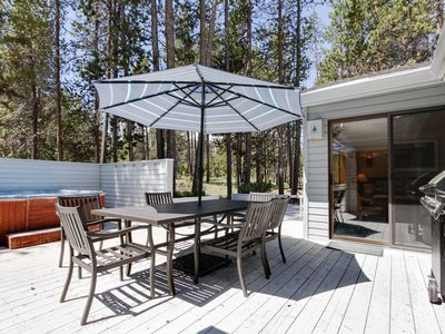 Photo for Family-friendly house w/ private hot tub, large deck, & eight SHARC passes!