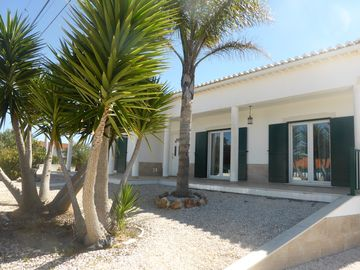 MAGNIFICENT VILLA FOR 6 PEOPLE, 2KM FROM ARRIFANA BEACH