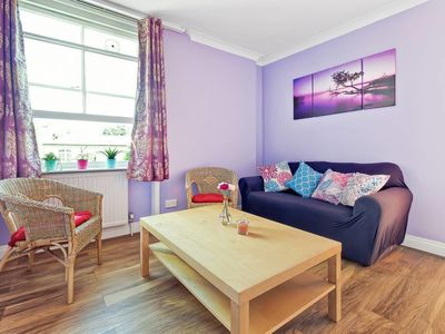 Photo for Stylish and Spacious 1 Bed apt in North London
