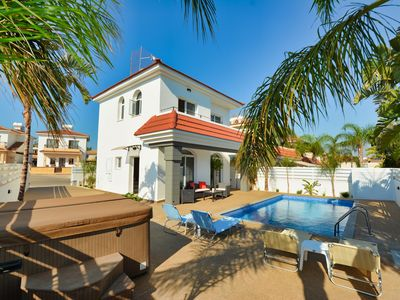 Photo for Villa Maya, Luxury 2BDR Villa, with Private Pool and Jacuzzi, Close to the Beach