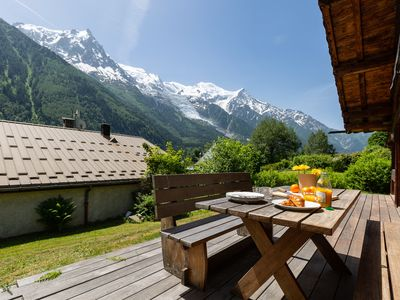 Photo for 3 bedroom Chalet, sleeps 7 with FREE WiFi and Walk to Shops