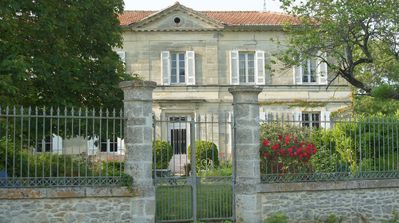 Photo for 19th century house, tranquility and comfort near the Medoc castles