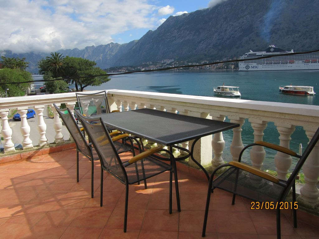 Superb Modernised 3 Bed Apartment next to fjord & sea with great views
