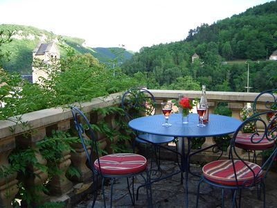 Photo for Beautiful sunny apartment, below castle & overlooking valley