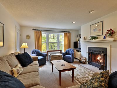 2 bedroom Winterplace condo, Only a 50 Yard walk to the trail.