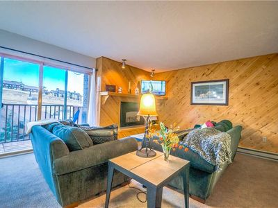 Discounted lift tickets! Great Location With Outdoor Hot Tub.