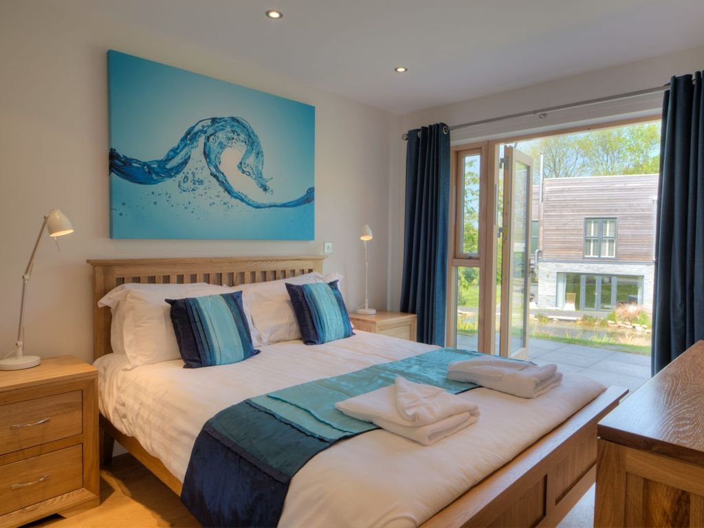 Looe House Rental   Master Bedroom