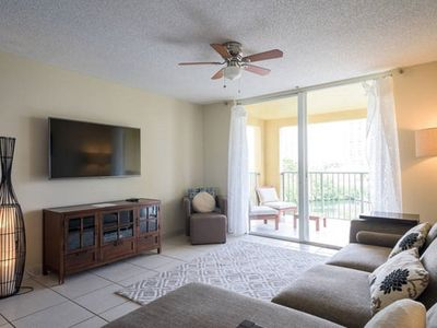 Photo for Spacious 2 Bedrooms with Water Views close to the Beach and Aventura Mall