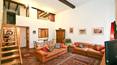 Photo for Spacious Teatro Pompeo 970 apartment in Centro Storico with air conditioning.