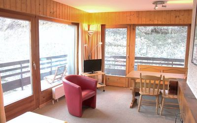 Photo for 3* apartment with 1 bedroom for 4-5 people in the center of the resort, 300m from the gondola. Brigh