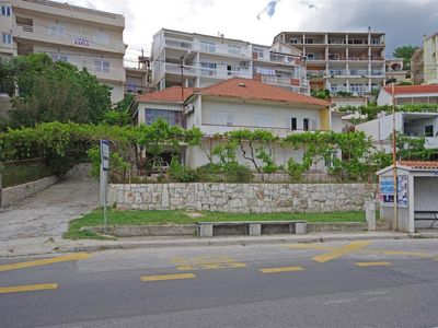 Photo for Apartment in Dugi Rat (Omiš), capacity 2+2