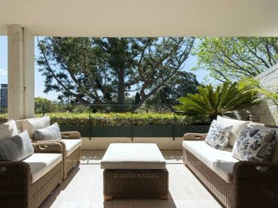 Photo for Woollahra Luxury. Quiet and central.