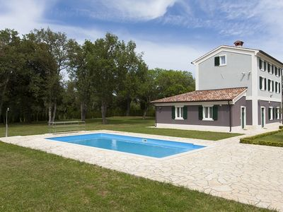 Photo for Villa with private pool, 6 bedrooms, 4 bathrooms, Wi-Fi, air conditioning, sunbeds, pool table, terrace, barbecue and only 2 km to the beach