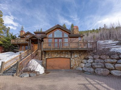 Photo for Family friendly home w/ a furnished deck, Ping-Pong, gas fireplace, on-site golf