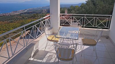 Photo for Apartment in a detached villa with stunning views over the Gulf