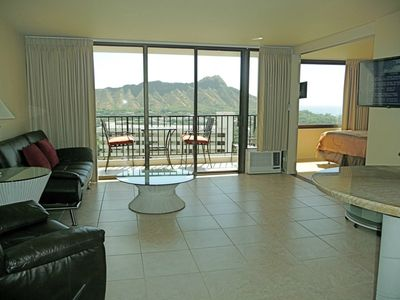 Awesome 1 bedroom corner suite w/ panoramic Diamond Head & Ocean views