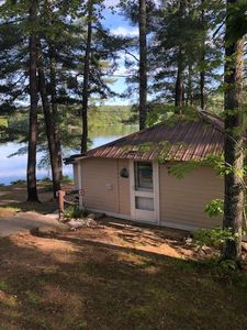 Photo for Quaint WATERFRONT Cottage - Close to all major attractions. Perfect for couples