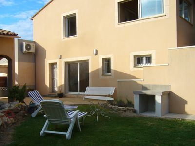 Photo for Detached villa, overlooking the vineyards and Mont Ventoux