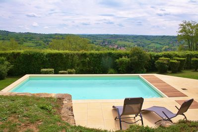 The pool and the view over the valley